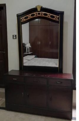 bed &dressing table